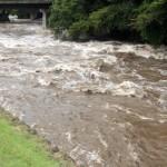 台風など自然災害の賠償請求はできるのか。河川氾濫のイメージ写真